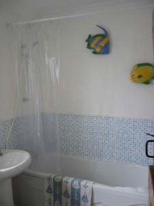 Family bathroom at Beach Cottage
